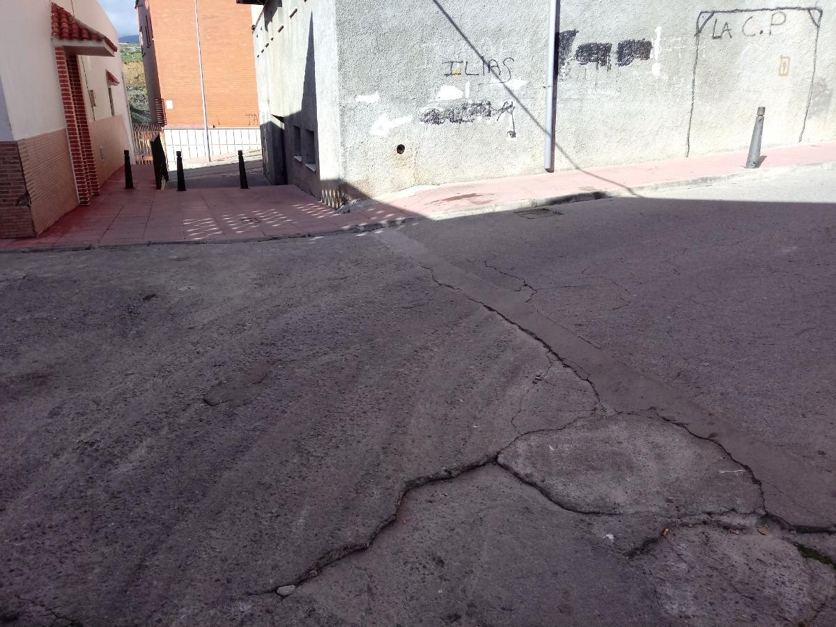 Demolición y reconstrucción de acerado en Ceuta